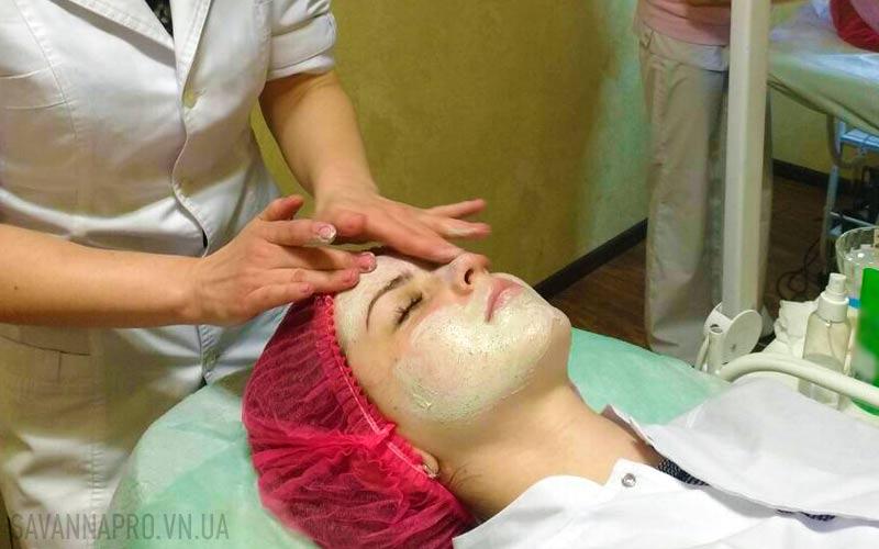 Виконання масажу обличчя