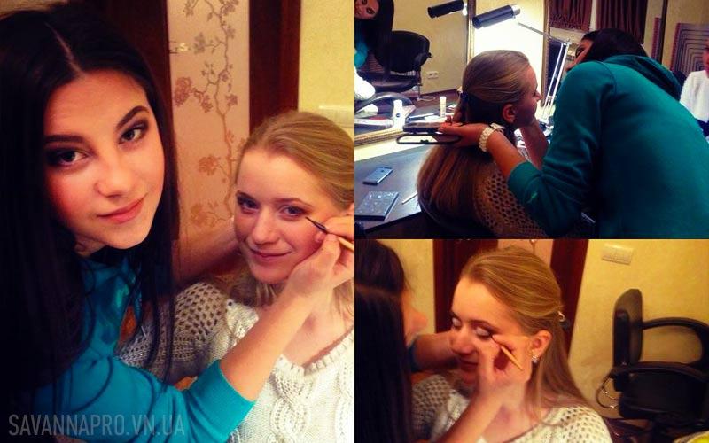 Ученица обучается делать макияж в SAVANNA PRO